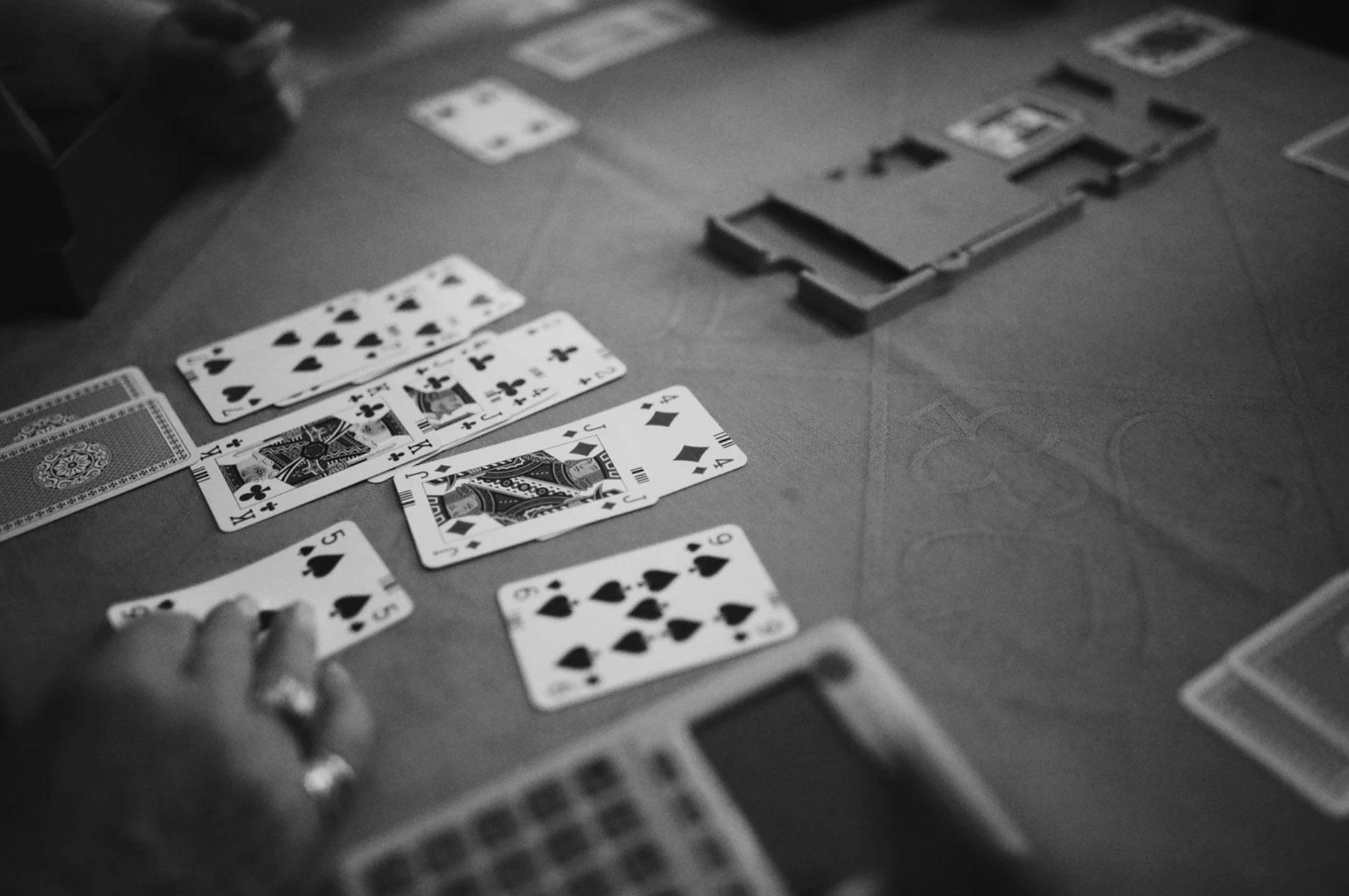 Karten am Tisch